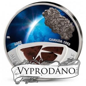Unikátní stříbrná mince s úlomky z meteoritu Chassigny