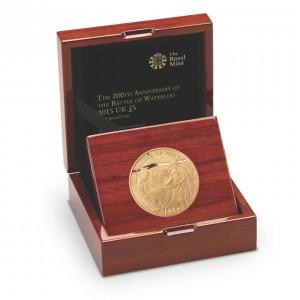 200. výročí věhlasné bitvy u Waterloo na atraktivní zlaté minci