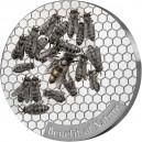 Včela medonosná na atraktivní stříbrné minci s reliéfem
